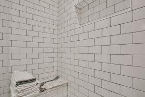 shower stall tile shelving